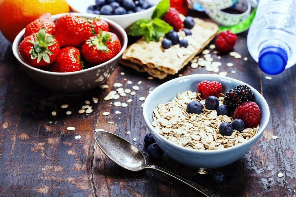 Frühstücksmüsli gesund mit Erdbeeren